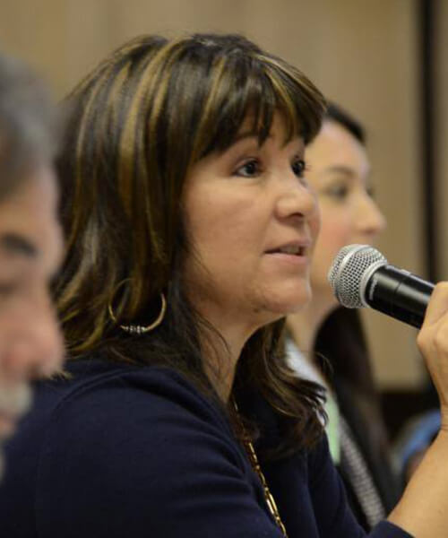 Rose Tafoya commenting while holding a microphone